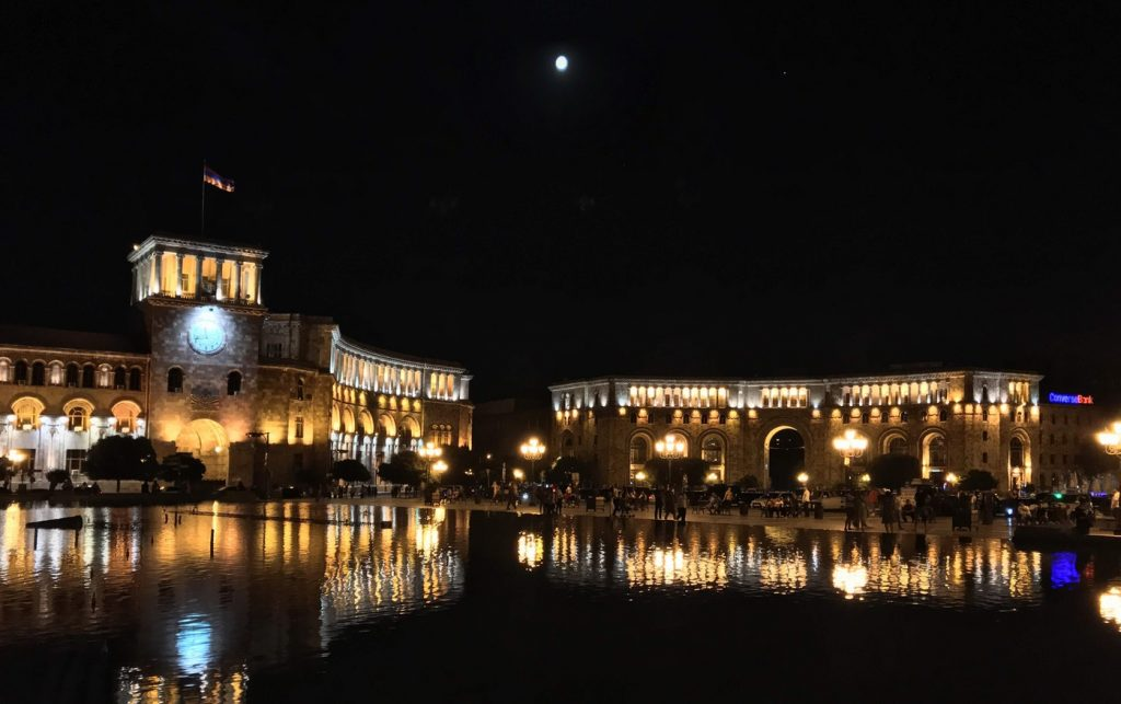 میدان جمهوری ایروان - عکس از عباس ملک حسینی